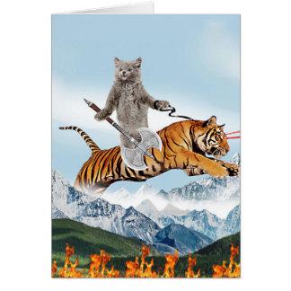 Gato que monta un tigre tarjeta de felicitación