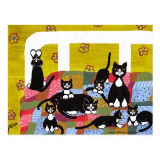 Gatos en postal de la cama