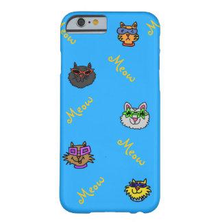 Gatos lindos que llevan la caja colorida del funda barely there iPhone 6