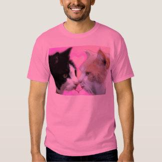 Gatos pareja de enamorados camisetas