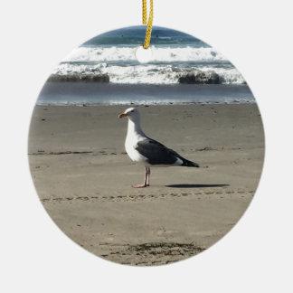 Gaviota en la playa adorno de cerámica