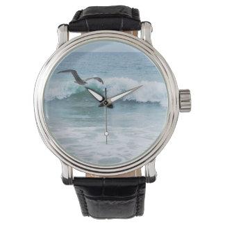 Gaviota en la playa en California Reloj De Pulsera