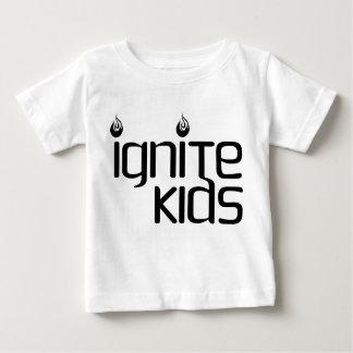 GCC enciende a niños de la camisa