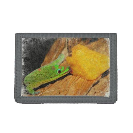 Gecko que goza de los melocotones