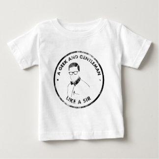 geek and gentleman.png camiseta