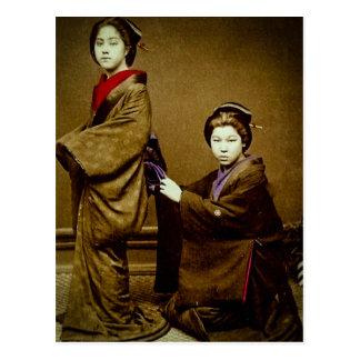 Geisha dos que ajusta un japonés del vintage del postal