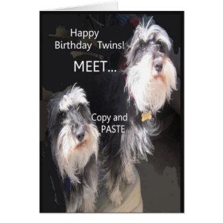 Gemelos cómicos del feliz cumpleaños tarjeta de felicitación