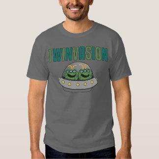 Gemelos del extranjero de TWINVASION Camiseta