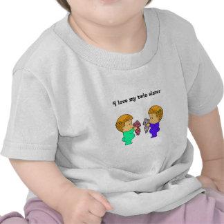 Gemelos lindos de la niña camisetas