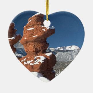 Gemelos siameses y pico de los lucios adorno navideño de cerámica en forma de corazón