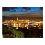 Génova y el puerto en la tarde postal
