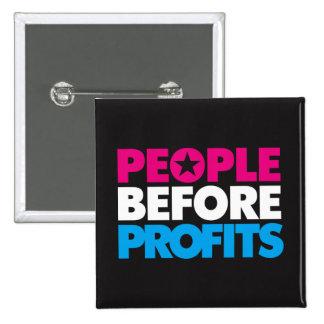 Gente antes del botón de los beneficios