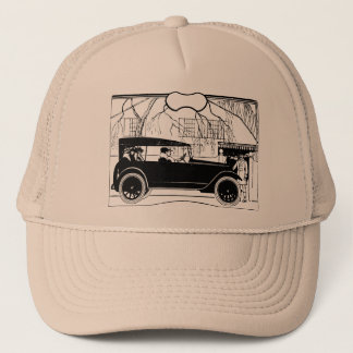 Gente en un coche antiguo gorra de camionero