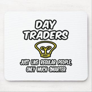 Gente regular de los comerciantes de día…, solamen alfombrilla de ratón