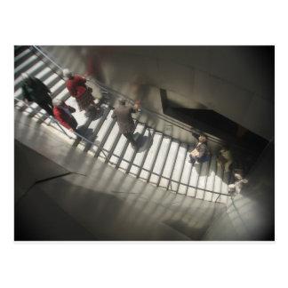 Gente y escaleras de Bernadette Sebastiani Postal