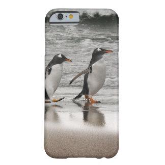 Gentoos en la playa funda de iPhone 6 barely there