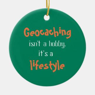 Geocaching es una forma de vida adorno navideño redondo de cerámica