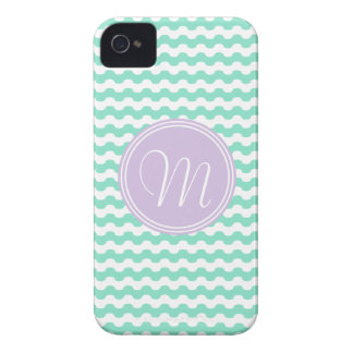 Geometría de ondas verdes en zigzag con monograma Case-Mate iPhone 4 fundas