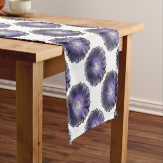 Gerbera púrpura de la lluvia camino de mesa corto
