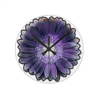 Gerbera púrpura de la lluvia reloj redondo mediano