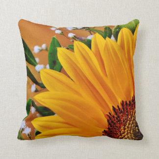 Girasol amarillo intrépido hermoso floral cojín decorativo