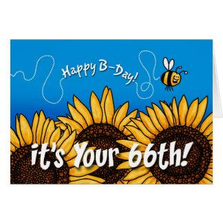 girasol del rastro de la abeja - 66 años tarjeta de felicitación