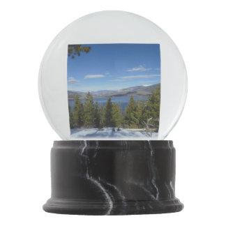 Globo de la nieve de las escenas de la montaña de