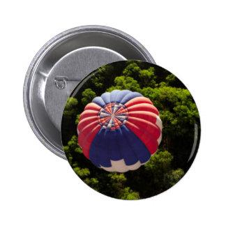 Globo del aire caliente que hincha sobre los chapa redonda de 5 cm