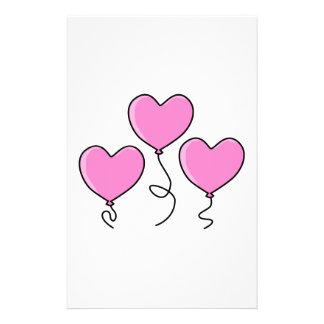 Globo rosado del corazón con el esquema negro folleto 14 x 21,6 cm