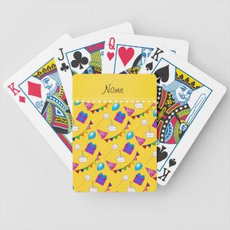 Globos amarillos conocidos del gorra de la torta cartas de juego