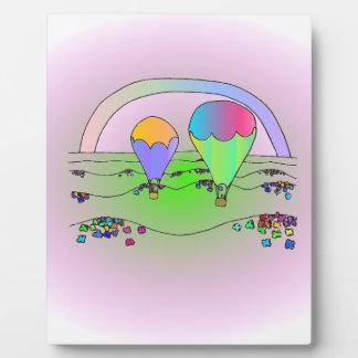 Globos del aire caliente del arco iris placa expositora