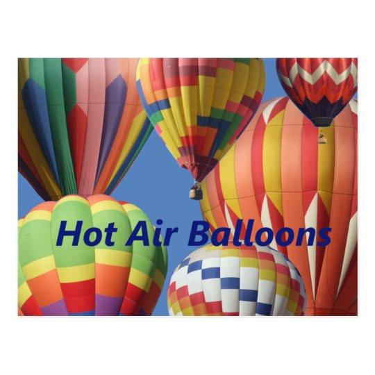 ¡Globos del aire caliente en colores brillantes! Postal