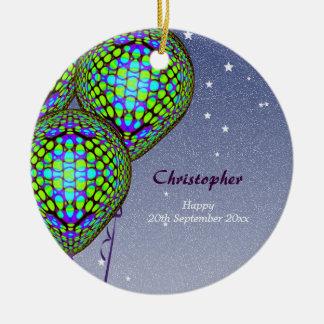 Globos en azul y verde adorno navideño redondo de cerámica