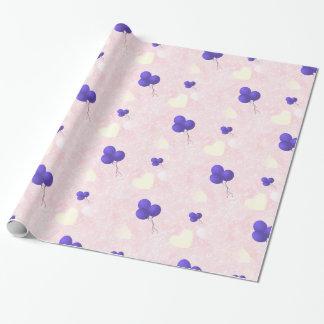 Globos púrpuras en corazones rosados papel de regalo