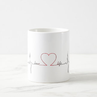 Golpe de corazón con cita inspirada de la vida del taza de café