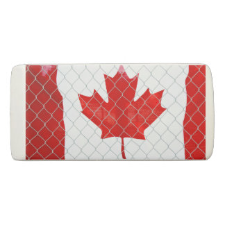 Goma De Borrar Bandera canadiense. Cerca de la alambrada.