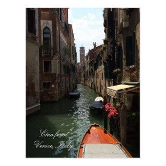 Góndola en la calle del viaje de Venecia Italia Postal
