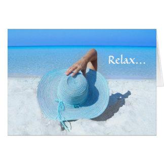 Gorra azul grande en el retiro de la playa tarjeta de felicitación