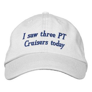 Gorra Bordada Vi tres cruceros de la pinta hoy