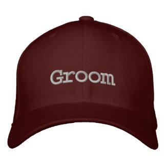 Gorra de béisbol del novio en marrón con la fuente