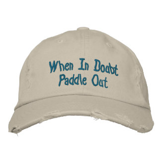 Gorra de béisbol hacia fuera apenada de la paleta