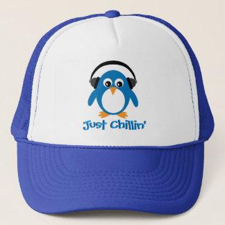 Gorra De Camionero Apenas pingüino de Chillin con los auriculares