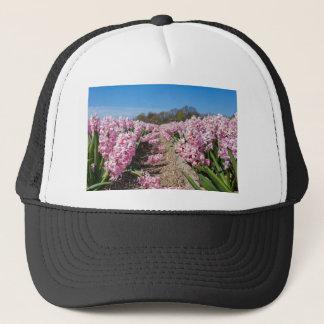 Gorra De Camionero Campo de flores con los jacintos rosados en