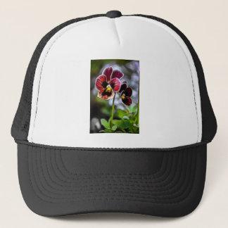 Gorra De Camionero Dúo de la flor del pensamiento de Burdeos