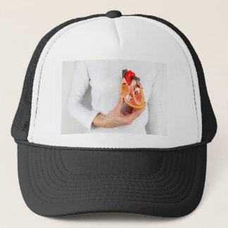 Gorra De Camionero La mano lleva a cabo el modelo humano del corazón