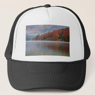 Gorra De Camionero Mañana del otoño sobre el lago Bohinj