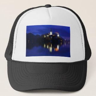 Gorra De Camionero Oscuridad sobre el lago sangrado