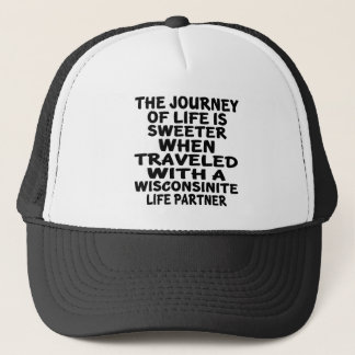 Gorra De Camionero Viajado con un socio de la vida de Wisconsinite