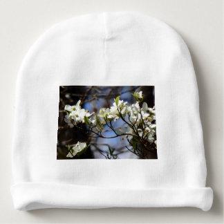 Gorrito Para Bebe Gorrita tejida del bebé con los flores del Dogwood