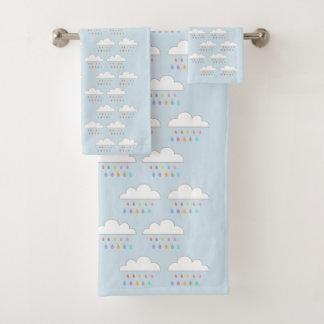 Gotas de agua felices coloridas de las nubes